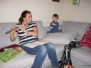 Joel och Sue spelar julsång