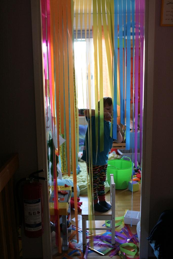 När vi fixade barnrummet i somras köpte vi ett draperi till barnrummet  eftersom vi har tagit bort dörren. Det har mest hängt vid sidorna och vi  har bara ... aea97d726a139